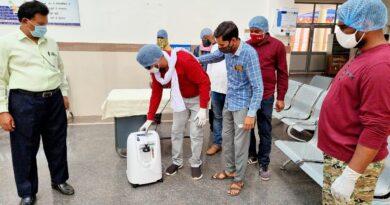 आनंद सिंह द्वारा Oxygen Concentrator machine पंडरिया हॉस्पिटल को मरीजों के लिए सौंपा