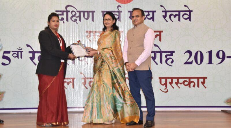 *65 वाँ रेल सप्ताह समारोह (2019-20) में उत्कृष्ट कार्य निष्पादन करने वाले रायपुर मंडल के कर्मचारी मंडल रेल प्रबंधक श्री श्याम सुंदर गुप्ता द्वारा सम्मानित*